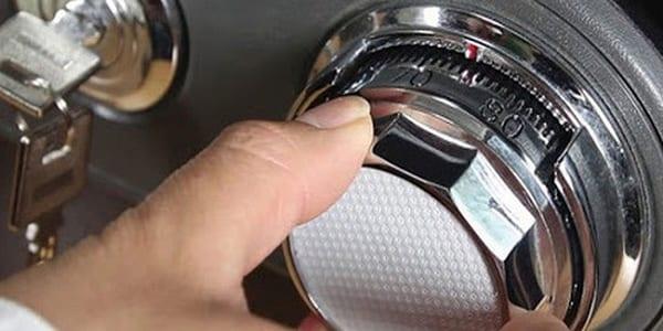 cách mở khóa két sắt