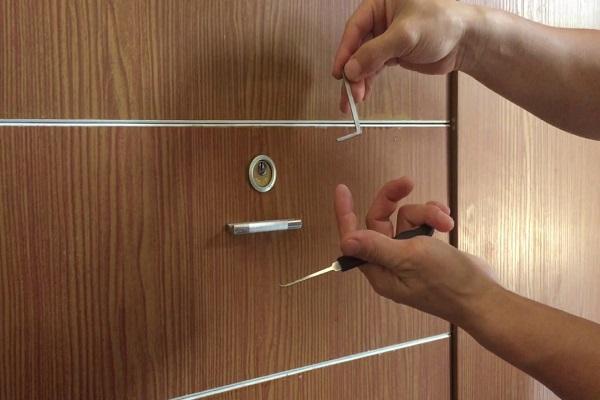 Mở khóa tủ đơn giản tại nhà