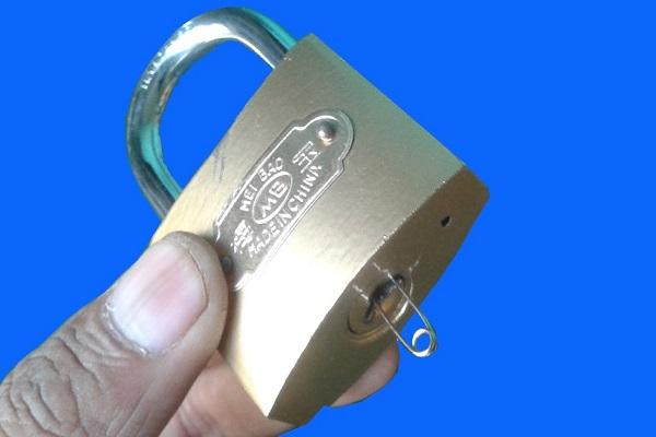 cách mở ổ khóa bấm