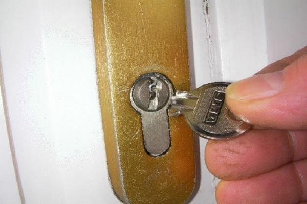 Làm thế nào khi bị gãy chìa trong ổ