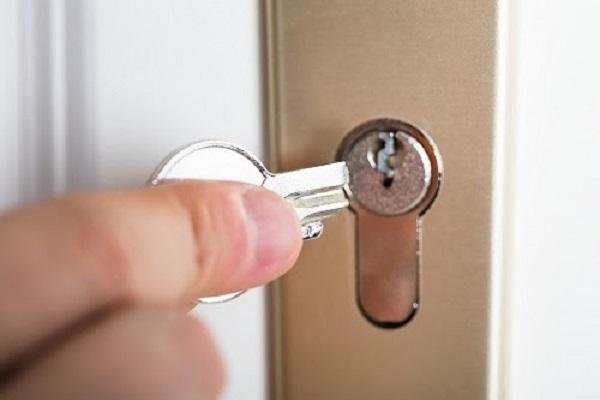 chìa khóa bị gãy trong ổ